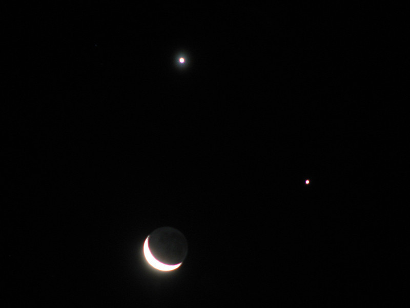 3-Day old Moon with Venus (above) and Jupiter 1st December 2008.