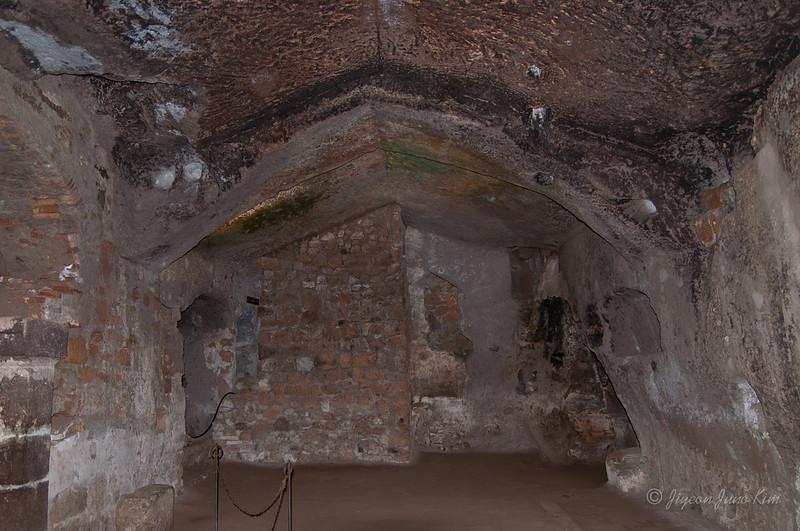 Underground tour at Orvieto (c)Runaway Juno