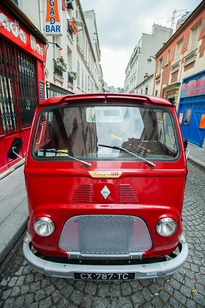 Restored classic bus - Montmartre