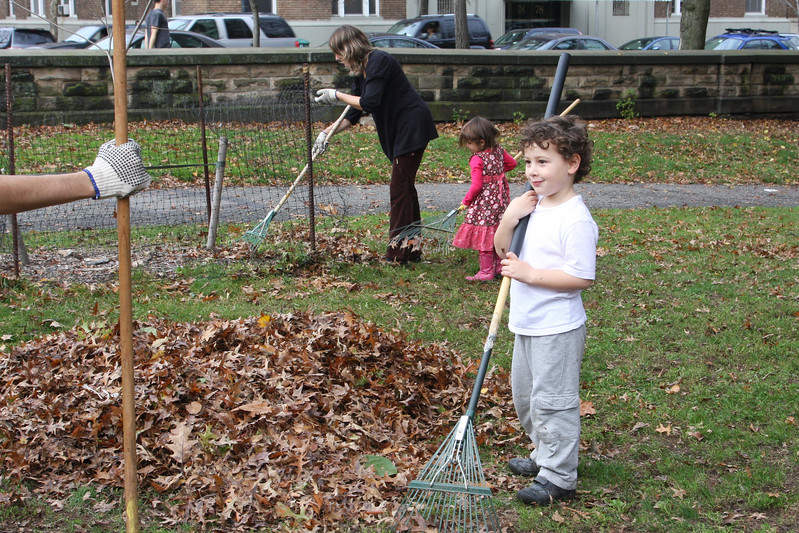 09.11.15 Family Fall Clean-Upf--13.jpg