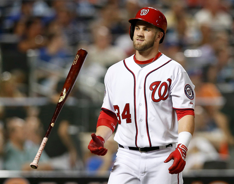 . National League\'s Bryce Harper, of the Washington Nationals, flips his bat after lining out to end the third inning against the American League during Major League Baseball\'s All-Star Game in New York, July 16, 2013. REUTERS/Mike Segar
