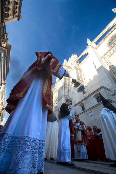 Acolyte with a censer in front of Seville's Cathedral, Holy Week 2008