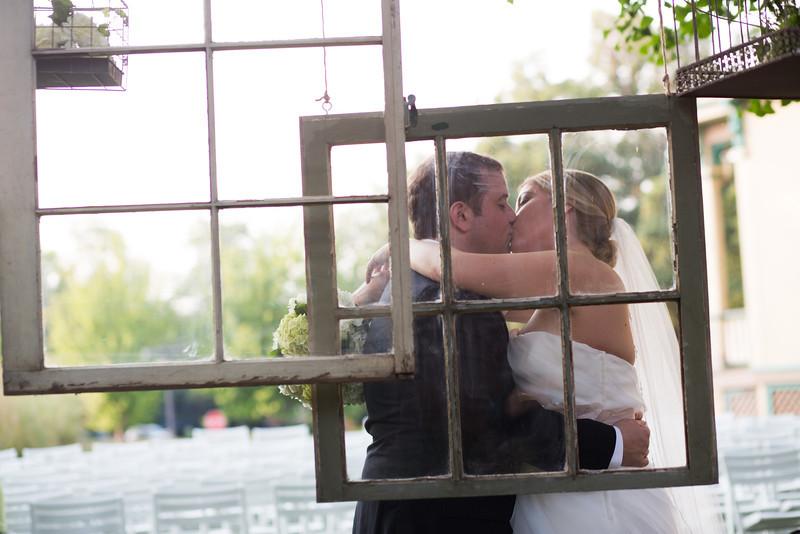 Newlywed, Bridal Party and Family portraits at Rockford Art Museum. Wedding photographer – Ryan Davis Photography – Rockford, Illinois.