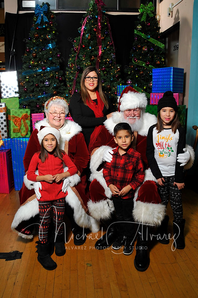 Week 4 of Santa Pictures Downtown Visalians