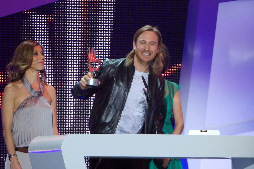 "Description of . David Guetta receives the ""40 Principales\"" award during \'40 Principales Awards\' 2012 at Palacio de los Deportes on January 24, 2013 in Madrid, Spain.  (Photo by Carlos Alvarez/Getty Images)"