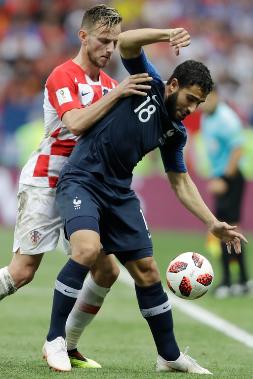 . Croatia\'s Ivan Rakitic challenges for the ball France\'s Nabil Fekir during the final match between France and Croatia at the 2018 soccer World Cup in the Luzhniki Stadium in Moscow, Russia, Sunday, July 15, 2018. (AP Photo/Natacha Pisarenko)