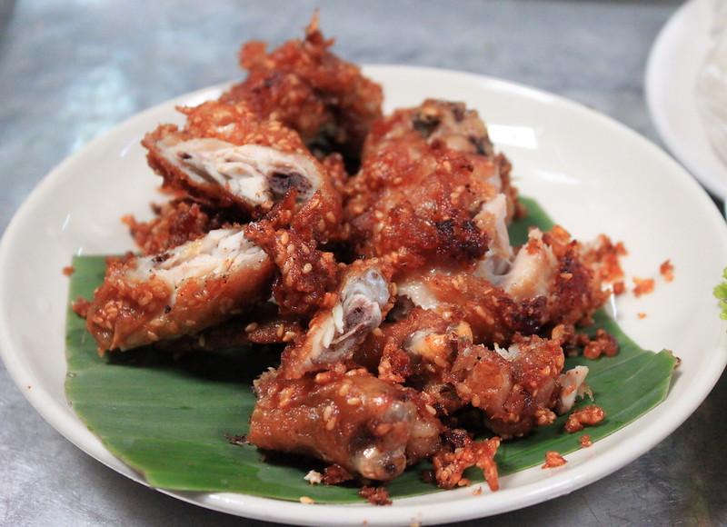 Deep friend chicken with garlic
