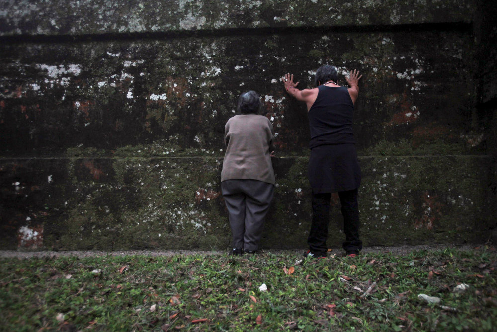 . Two people pray at the Grand Jaguar pyramid a day before the Oxlajuj Baktun celebration at the Tikal Mayan ruins in Peten, Guatemala, December 20, 2012. This week, at sunrise on Friday, December 21, an era closes in the Maya Long Count calendar, an event that has been likened by different groups to the end of days, the start of a new, more spiritual age or a good reason to hang out at old Maya temples across Mexico and Central America.  REUTERS/William Gularte