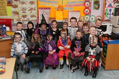 Bun Scoil An Iur Halloween Party on Friday last.06W44N25