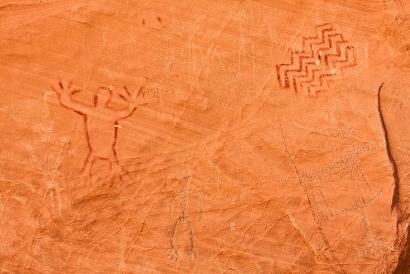 Petroglyfy a petrogramy jsou v této oblasti celkem časté.