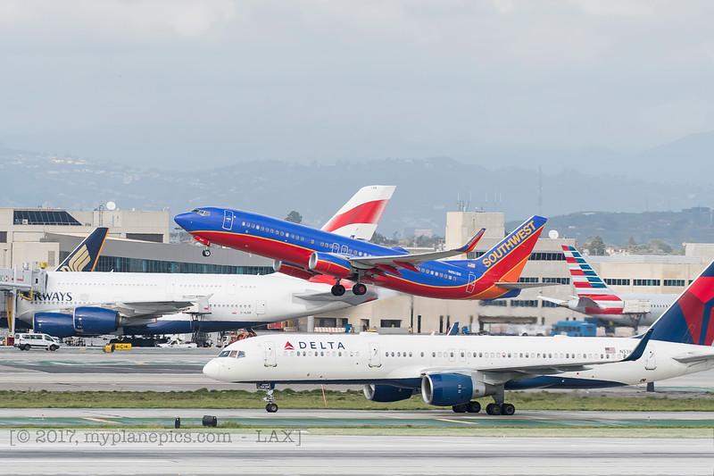 F20170218a144304_7389-Boeing 737-8H4-Southwest-N8618N.jpg