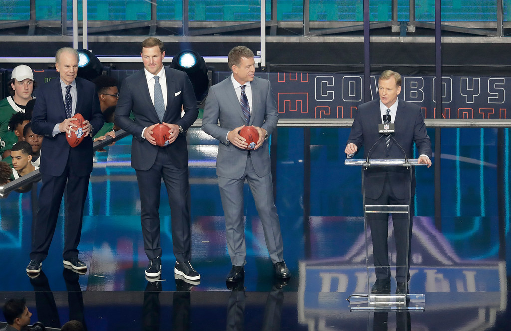 . Roger Staubach, from left, Jason Witten, and Troy Aikman join NFL commissioner Roger Goodell on the stage during the first round of the NFL football draft, Thursday, April 26, 2018, in Arlington, Texas. (AP Photo/Eric Gay)