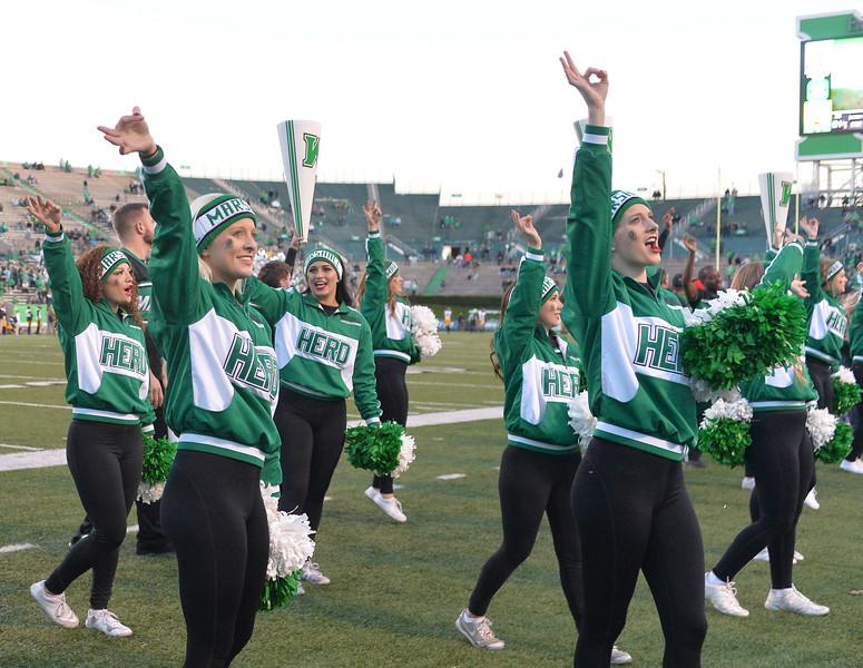 cheerleaders7803.jpg