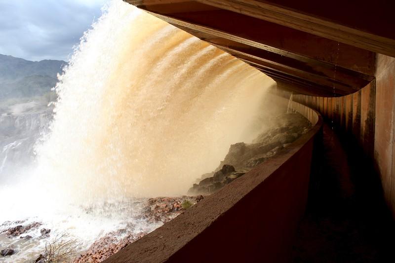 Under the Horseshoe Dam spillway (2019)