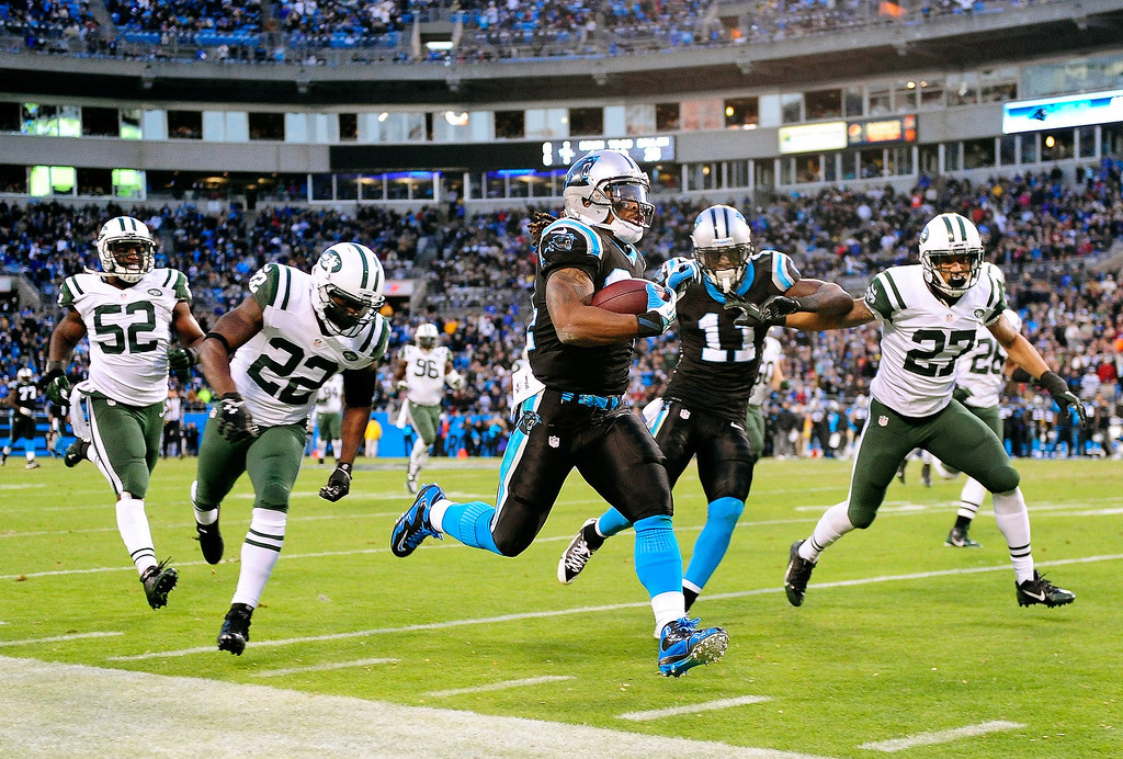. DeAngelo Williams #34 of the Carolina Panthers outruns Ed Reed #22 and the New York Jets defense for a touchdown during the second quarter at Bank of America Stadium on December 15, 2013 in Charlotte, North Carolina.  (Photo by Grant Halverson/Getty Images)