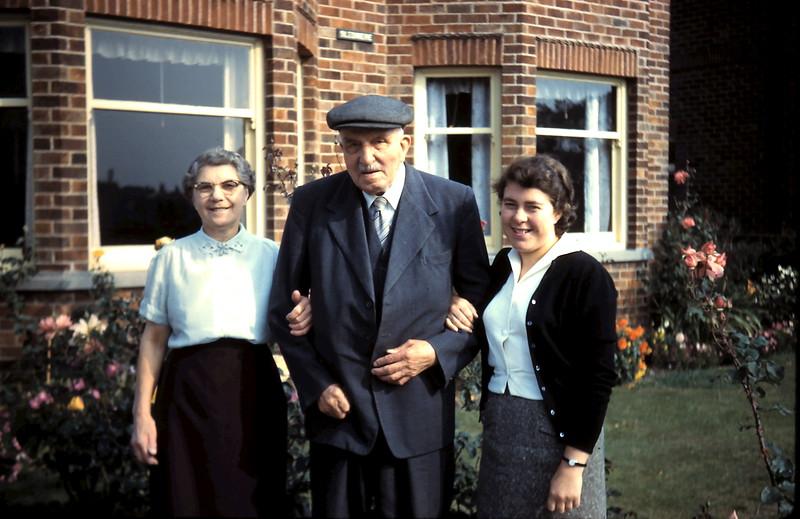 1959-9-18 (37) Miss Shelton, Mr Smales & me @ Driffield, East Yorkshire, England.JPG
