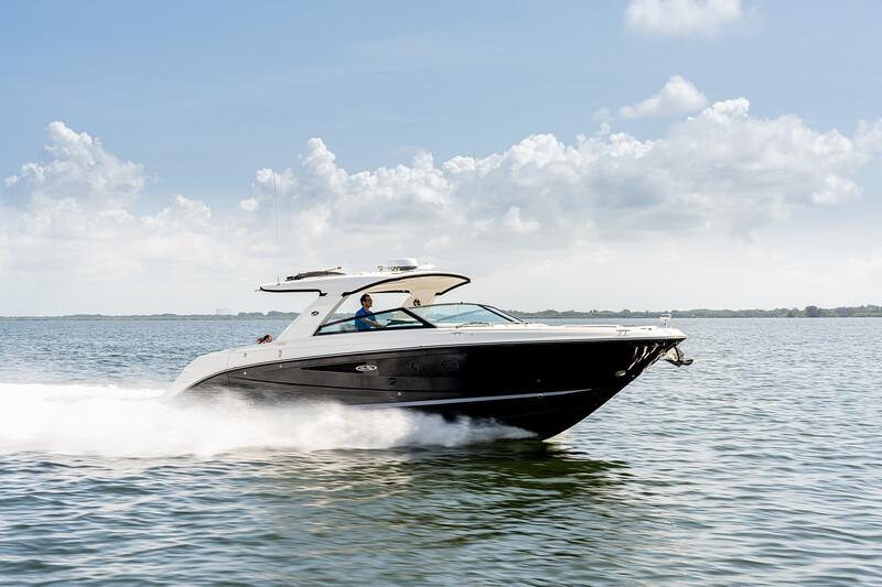 2021-SLX-400-SLX400-running-starboard-bow-three-quarter-04257.jpg