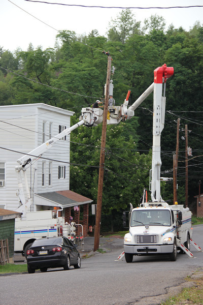 PPL Working on Pole, Dutch Hill, Tamaqua (7-18-2012)
