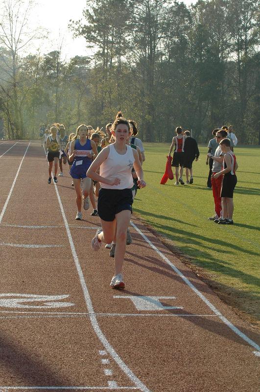 1:24 Lindsey Sanders at 400m.
