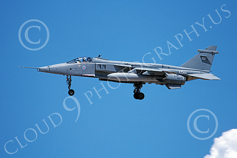 SEPECAT Jaguar 00026 A landing SEPECAT Jaguar attack jet British RAF XZ364 8-1999, airplane picture, by Michael Grove, Sr.JPG