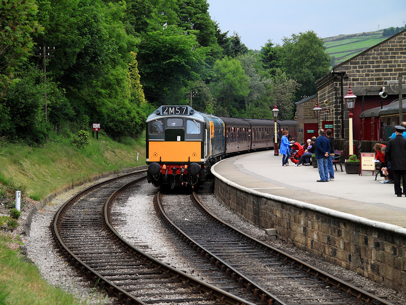 D5185 (25035) completes it's booked service at Oxenhope on the 13th June 2010