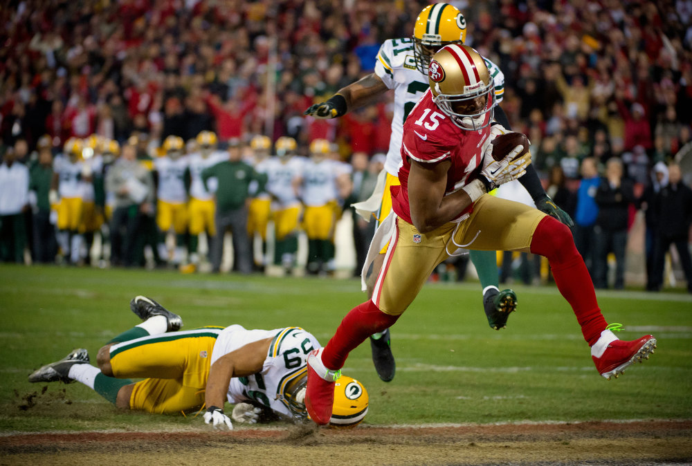 Description of . San Francisco 49ers' Michael Crabtree drives past Green Bay Packers' Brad Jones for a touchdown in the second quarter of an NFC divisional playoff NFL football game on Saturday, Jan. 12, 2013, in San Francisco. (AP Photo/The Sacramento Bee, Jose Luis Villegas)