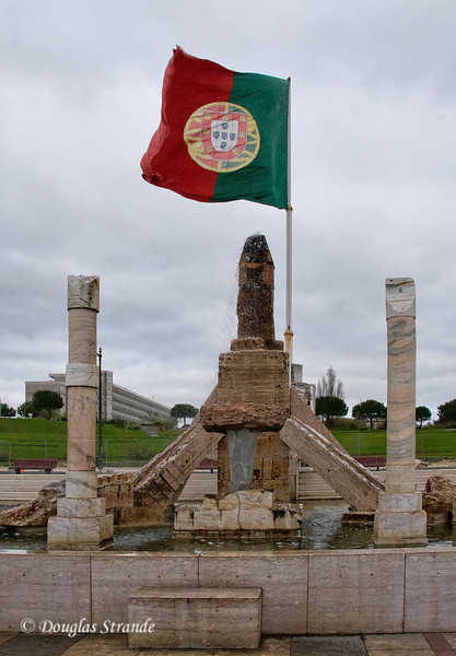 Thur 3/17 in Lisbon: Part of the monument to the Revolution of 25 April