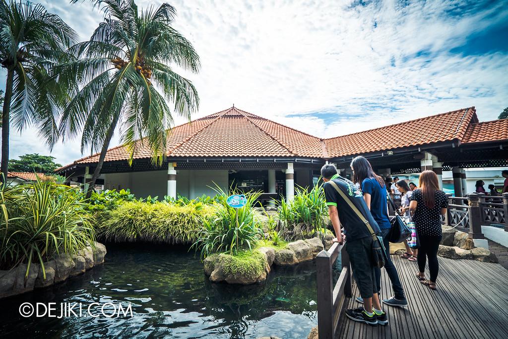 Underwater World Singapore - Outside Pond