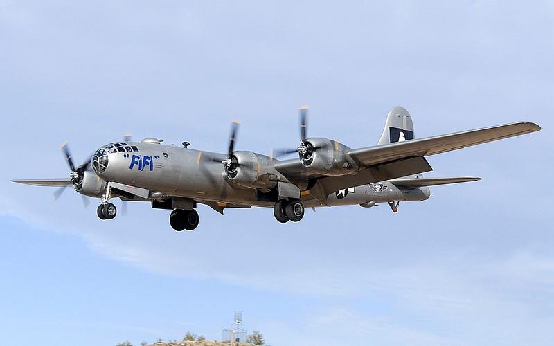 aircraft-Bomber-Warbird-B-29-Superfortress-transports-_1525-35.jpg