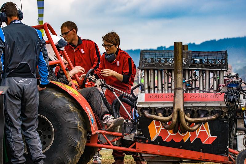 Tractor Pulling 2015-02299.jpg