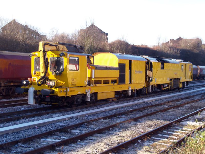 YZA DR80209 Passing Knottingley 21/01/11