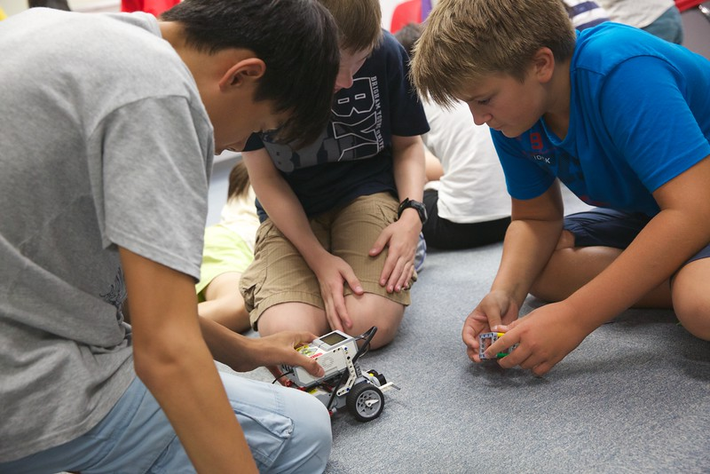 Robotics Club Sept 10 14 3.jpg
