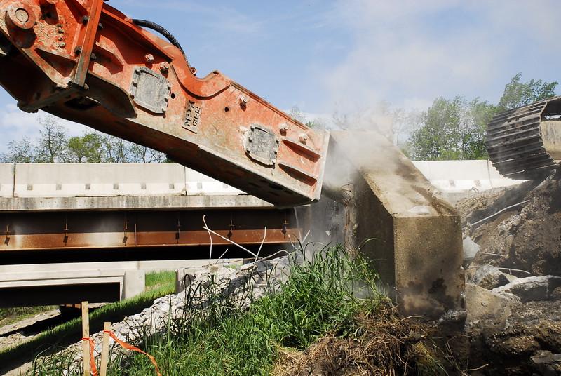 NPK GH12 hydraulic hammer on Cat excavator_bridge demolition (12).JPG