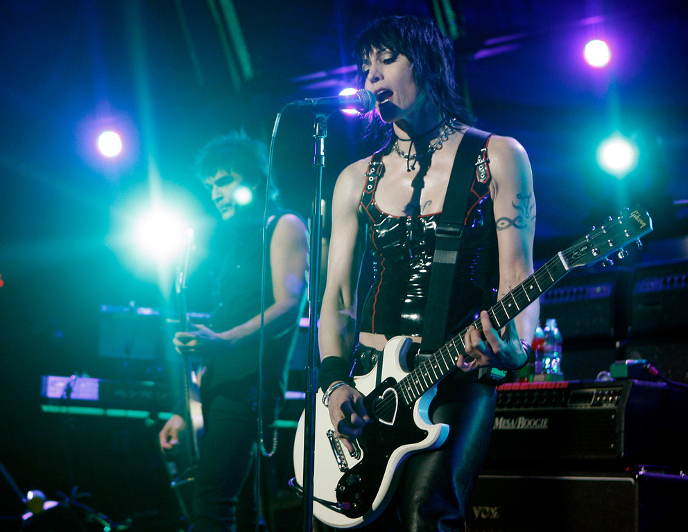 . Musician Joan Jett performs with her band, the Blackhearts, as part of Nissan Live Sets on Yahoo! Music in Los Angeles on Tuesday, Aug. 12, 2008.  (AP Photo/Matt Sayles)