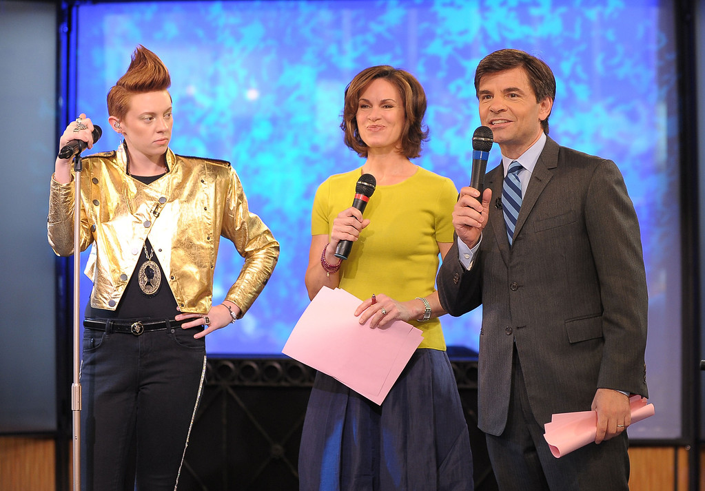". NEW YORK - JUNE 09:  Vocalist Elly Jackson of La Roux (L) talks with ABC News anchor Elizabeth Vargas and GMA anchor George Stephanopoulos during ABC\'s ""Good Morning America\"" at ABC Studios on June 9, 2010 in New York City.  (Photo by Michael Loccisano/Getty Images)"