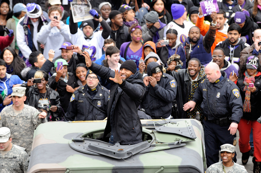 Description of . Baltimore Ravens linebacker Ray Lewis waves to fans celebrating the NFL football team's Super Bowl championship during a parade in Baltimore on Tuesday, Feb. 5, 2013. The Ravens defeated the San Francisco 49ers 34-31 in New Orleans on Sunday. (AP Photo/Steve Ruark)