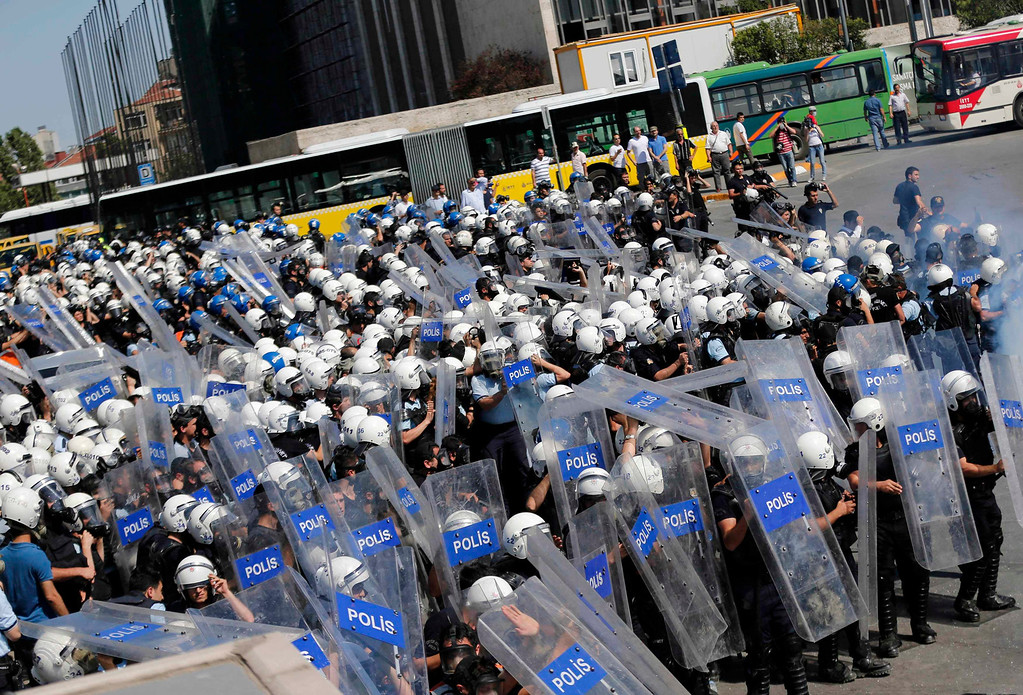 . Riot police shield themselves from stones thrown by protesters during an anti-government protest in central Istanbul June 1, 2013. Turkish Prime Minister Tayyip Erdogan called for an immediate end on Saturday to the fiercest anti-government demonstrations for years, as thousands of protesters clashed with riot police in Istanbul and Ankara for a second day. REUTERS/Murad Sezer