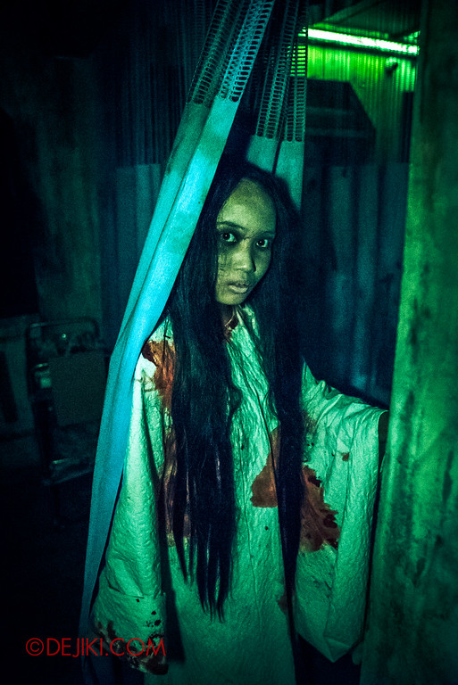 Halloween Horror Nights 6 - Old Changi Hospital / Pontianak in hiding
