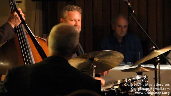Jeff Hamilton drum solo (short)