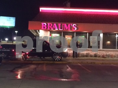 driver-arrested-on-dwi-charges-after-crashing-into-braums-restaurant