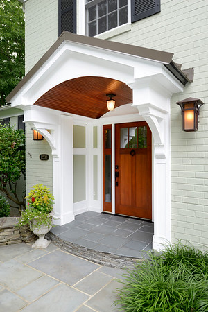 Front Porch with Wood Bracket 10T10