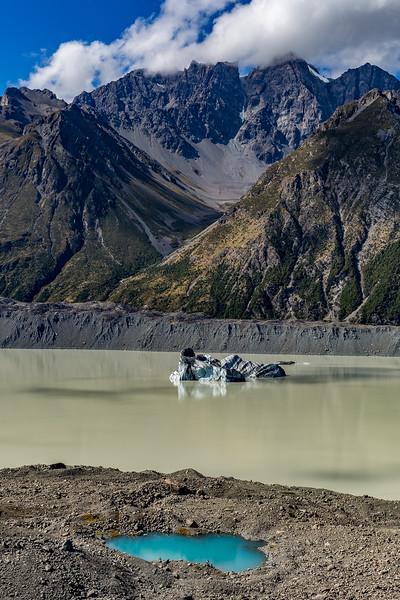 «Tasman Glacier»: Blick auf den Gletschersee mit grossem Eisberg