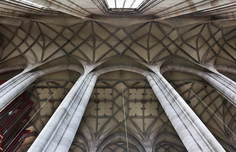 Dinkelsbühl. St. Georg: Gewölbe in Seiten- und Längsschiff