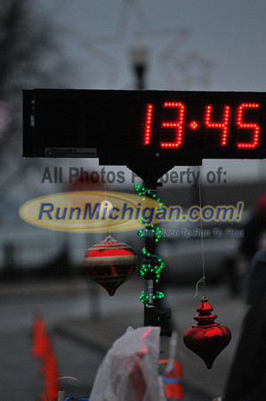 5K Finish, Gallery 1 - 2012 New Baltimore Jingle Bell Run