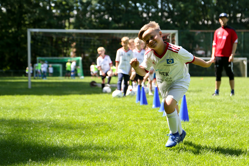 hsv_fussballschule-374_48047996298_o.jpg