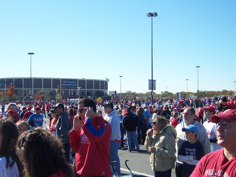 Thousands of fans.  We love our Phillies!!