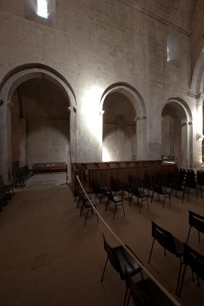 Sénanque, Notre- Dame Abbey Nave Bays