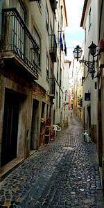 16x32 Alfama neighborhood in Lisbon