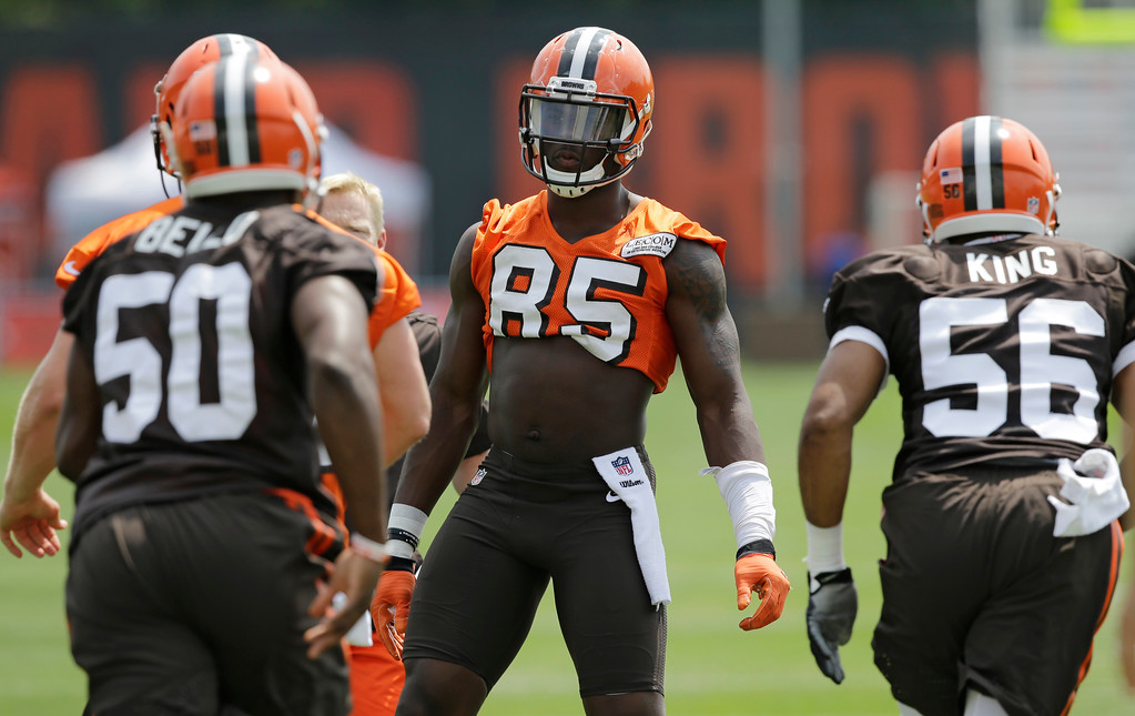 . Cleveland Browns tight end David Njoku (85) gets into formation during practice at the NFL football team\'s training camp facility, Thursday, July 27, 2017, in Berea, Ohio. (AP Photo/Tony Dejak)