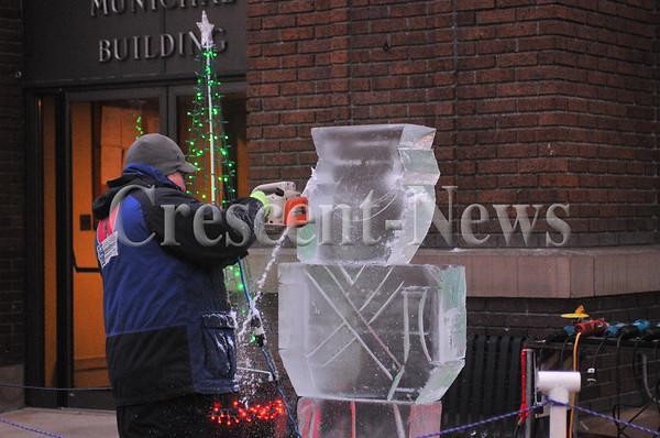 11-25-16 News Archbold Downtown X-Mas Festivial